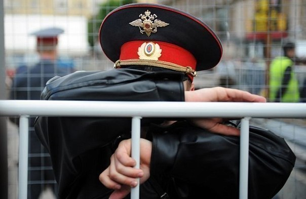 В Краснодаре «Понтиак» протаранил служебную машину полицейских