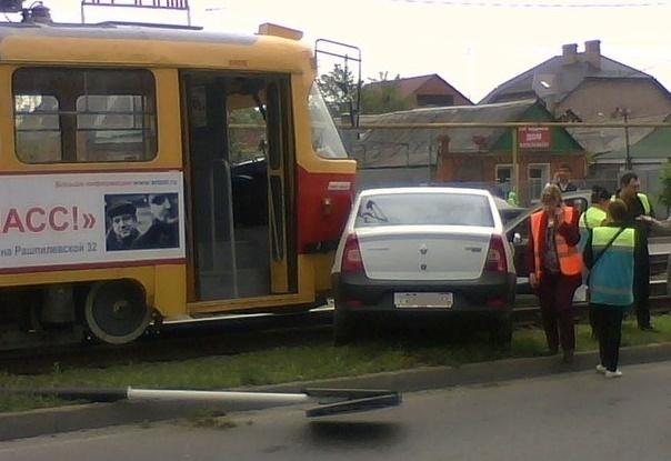 В Краснодаре из-за москвича случился трамвайный коллапс