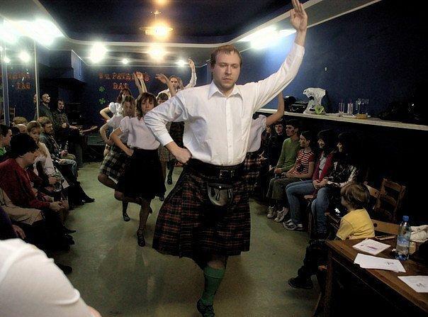 В Сочи мужчинам предложили одеть шотландские юбки в честь Дня Святого Андрея