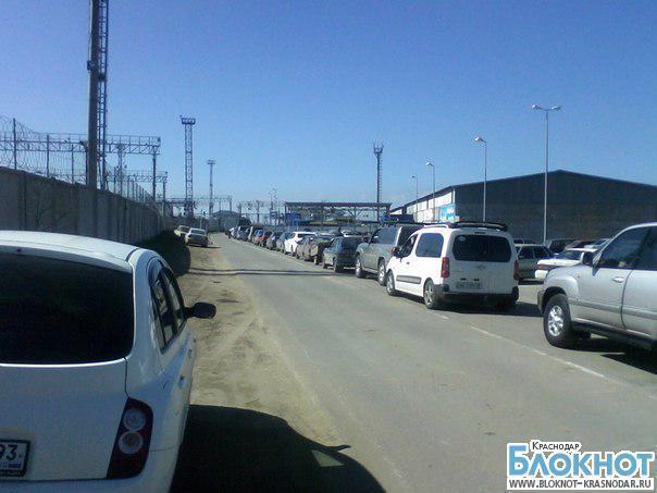 В порту «Кавказ» 930 машин стоят в очереди