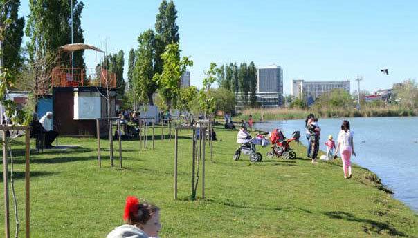 Краснодарцев попросили не купаться в водоемах на майских праздниках