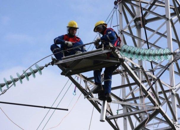 Пропавший из-за сбитой опоры ЛЭП свет вернули в поселок Краснодара