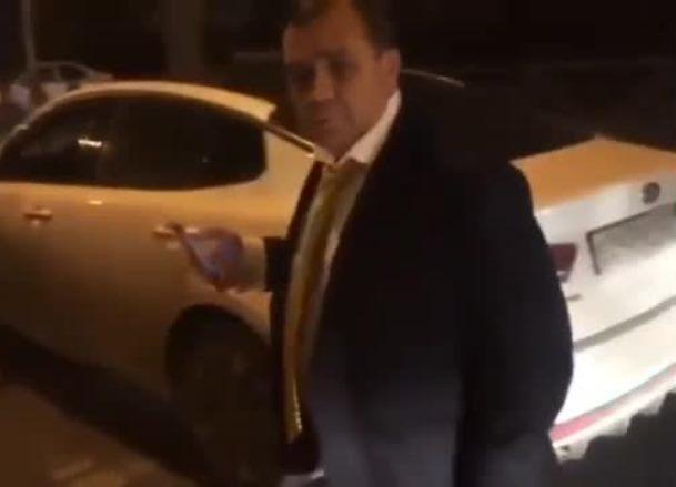 Краснодарский судья угрожает очевидцу ДТП с девушкой