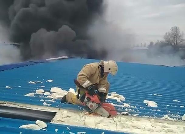 Открытое горение на складе в Краснодаре ликвидировали