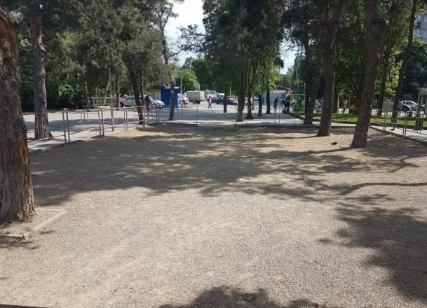 Травмоопасную детскую площадку в центре Краснодара отремонтируют