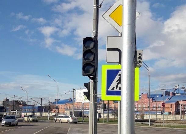 Новый светофор в Краснодаре раскритиковали за создание пробок