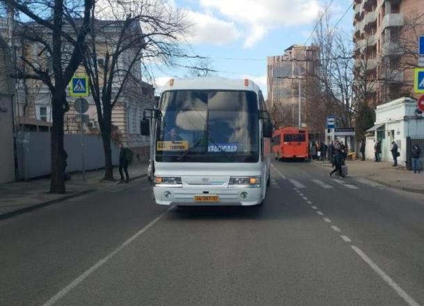 Сбитая автобусом девочка в Краснодаре получила травмы черепа