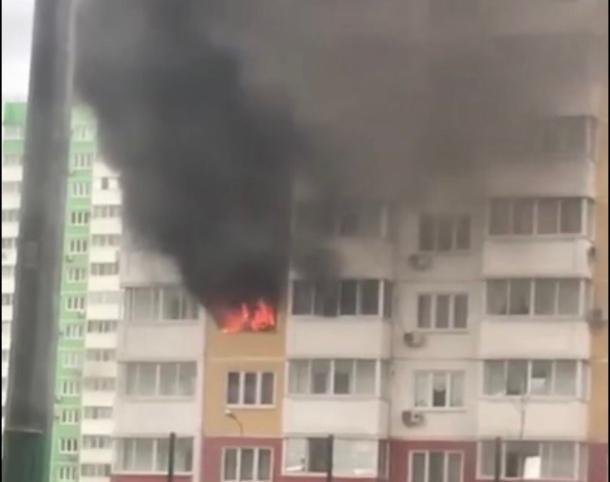 При пожаре в многоэтажном доме в Краснодаре эвакуировали 20 человек