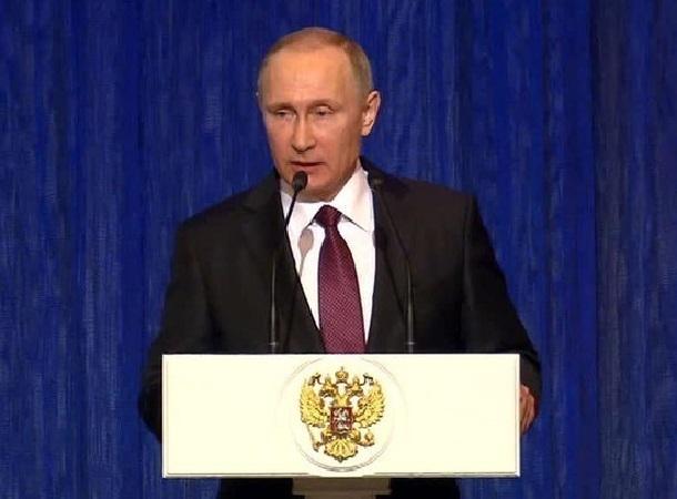 Владимир Путин и Кубанский казачий хор поздравили защитников Отечества в Кремле