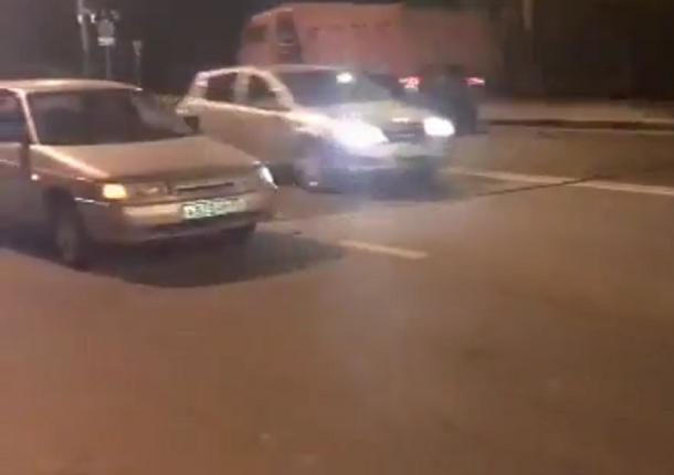 Из-за обрыва проводов в Новороссийске пострадали 20 машин