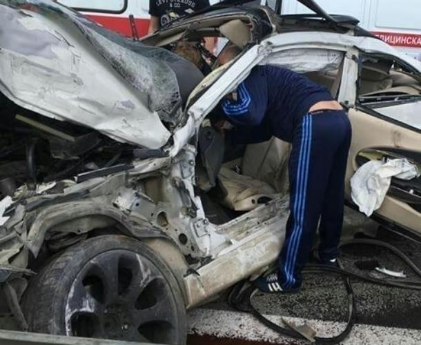 Женщину-водителя зажало в искореженной машине под Краснодаром