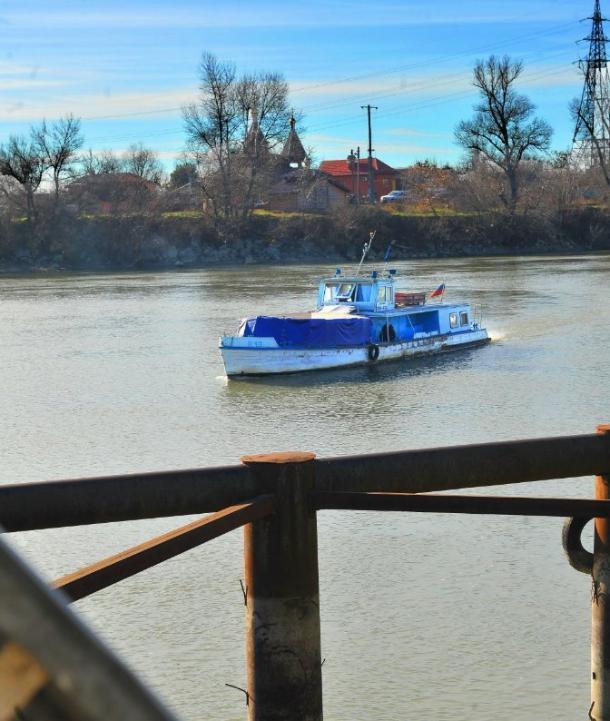 В мэрии Краснодара рассказали, как «обплыть» пробку на Яблоновском мосту