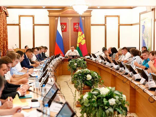 Надо решить проблемы с плотным движением по М4-Дон, - губернатор Кубани Вениамин Кондратьев
