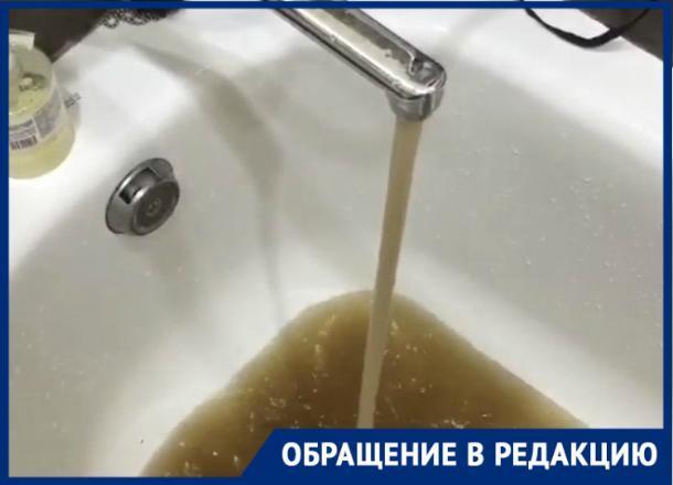 На воду кофейного цвета из-под крана пожаловался житель Фестивального микрорайона Краснодара