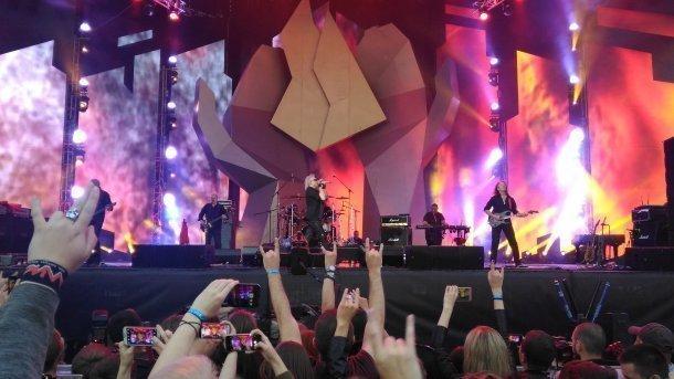 Лидер «Алисы» Кинчев подскользнулся на сцены во время выступления под Краснодаром
