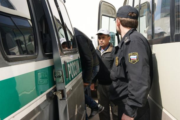 Судебные приставы выдворили из Краснодарского края 33 украинцев