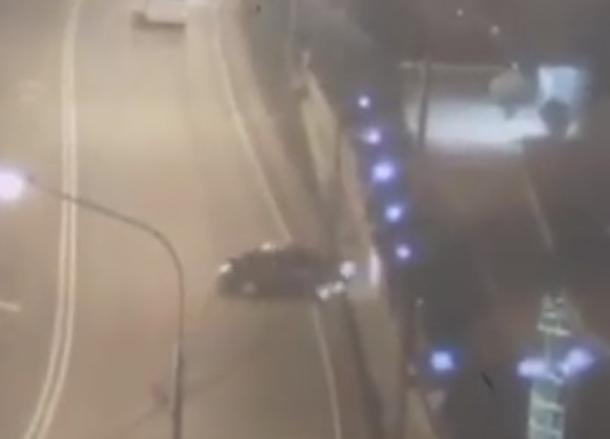 Появилась видеозапись смертельного ДТП в Сочи: водитель врезался в столб