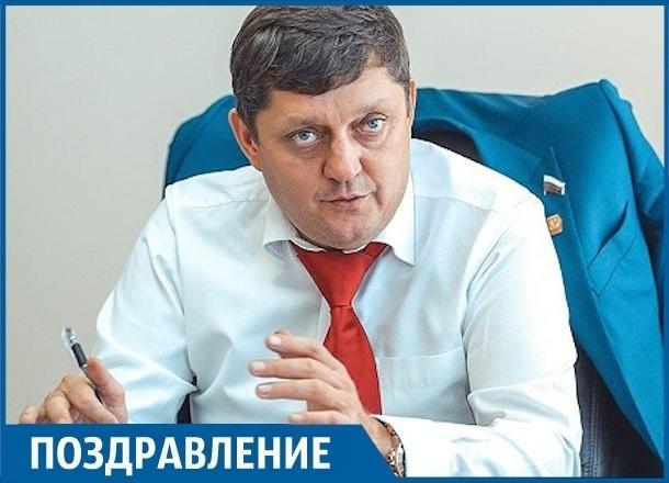 День рождения отмечает главный редактор «Блокнота» Олег Пахолков