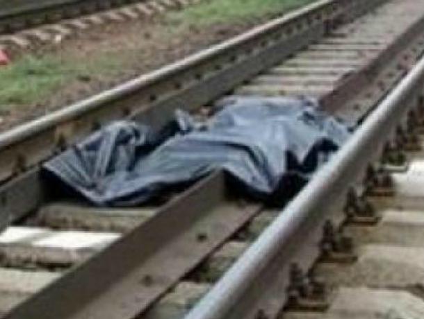 ВКраснодаре поезд переехал лежащего напутях мужчину