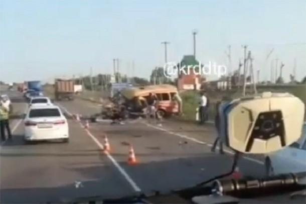 За рулем BMW, которая попала в страшную аварию с четырьмя погибшими на Кубани, был полицейский