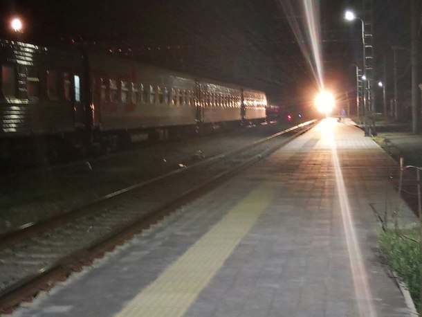 Ночью в Краснодаре поезд сбил человека