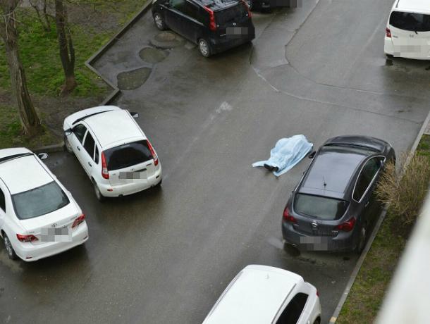 Женщина погибла  водворе краснодарской многоэтажки