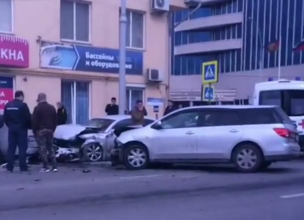 Нужен светофор: Жесткая авария с тремя машинами произошла в Краснодаре