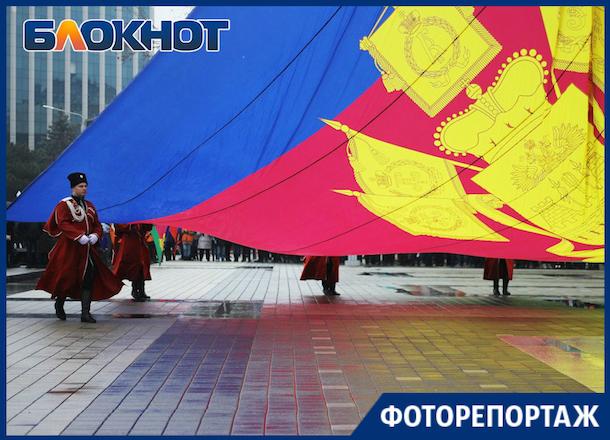«Его знают в стране и во всем мире»: в Краснодаре отметили 100-летие флага Кубани