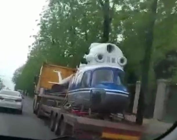 Вертолет на улицах Краснодара попал на видео