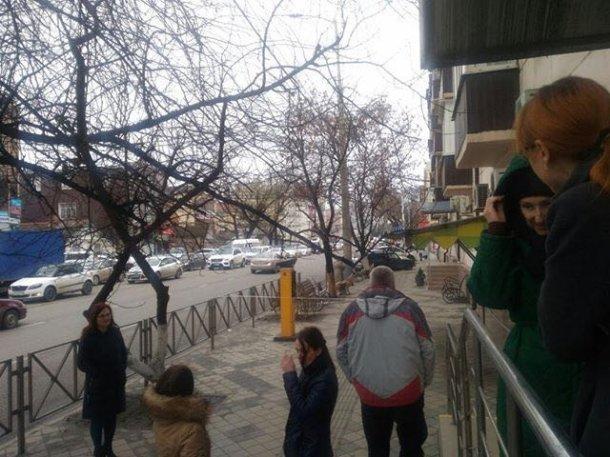 Возле детской поликлиники в Краснодаре коробку спутали с «взрывным» устройством