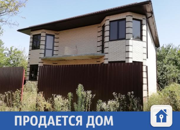 Аккуратный двухэтажный дом продается в Краснодаре