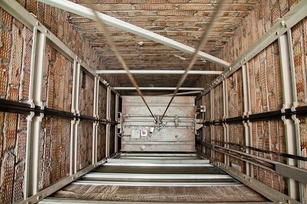 Двух армавирских торговцев расстреляли в лифте жилого дома