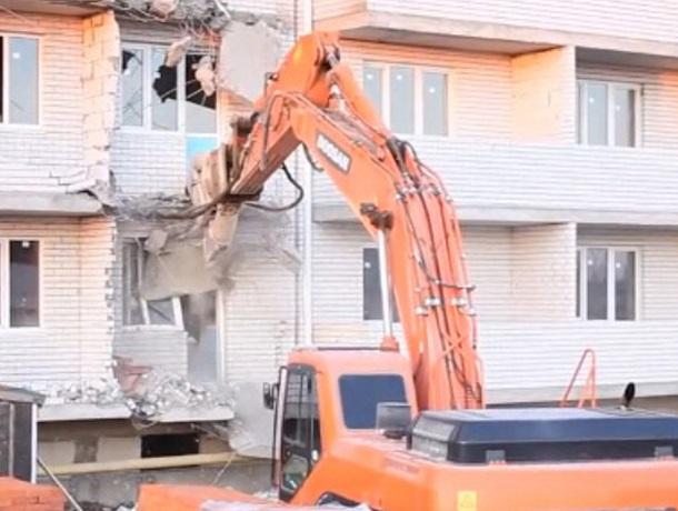 Отчаявшийся застройщик, снося свои дома, обратился ко всей России из Краснодарского края