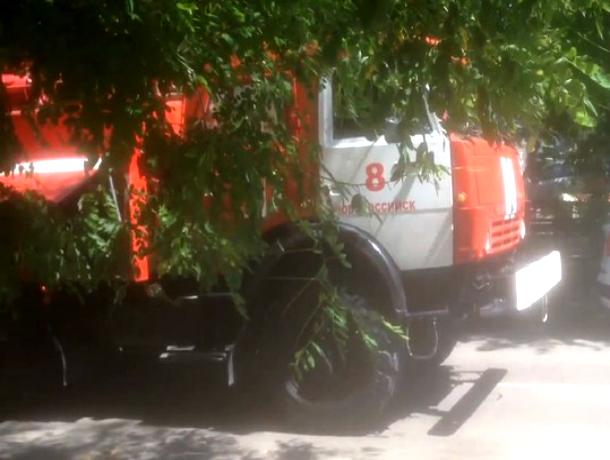 В Новороссийске эвакуировали людей из трехэтажки из-за пожара