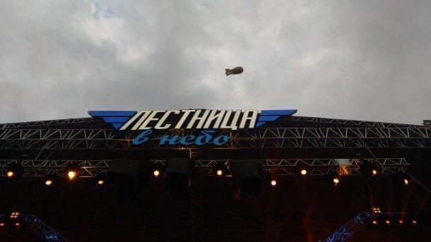 Николай Фоменко согнул стальной молоток на фестивале «Лестница в небо» под Краснодаром