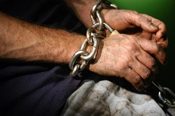 СМИ: Двое выживших рабов сбежали с фермы кубанского судьи