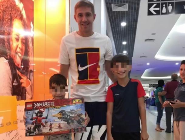 Полузащитник ФК «Краснодар» Газинский осуществил мечту детей, потерявших мать