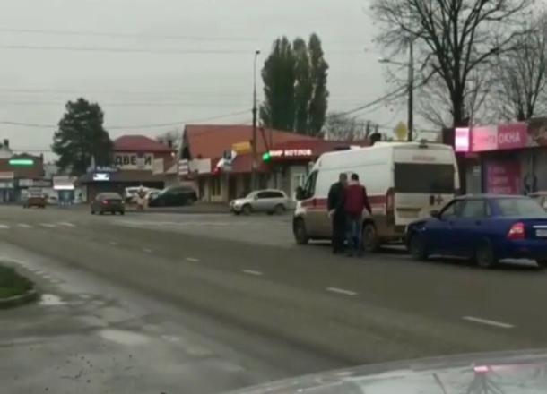 В Краснодаре агрессивный водитель разбил боковое стекло «скорой»