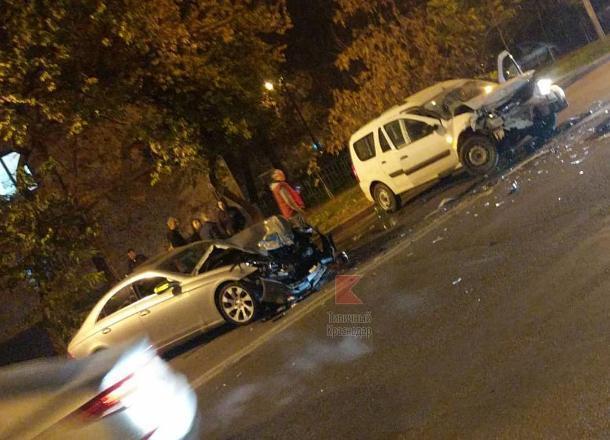 В Краснодаре в ДТП с тремя автомобилями пострадал мужчина