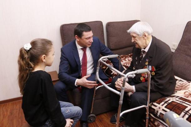 Евгений Первышов вместе с дочерью навестил ветерана-освободителя Краснодара