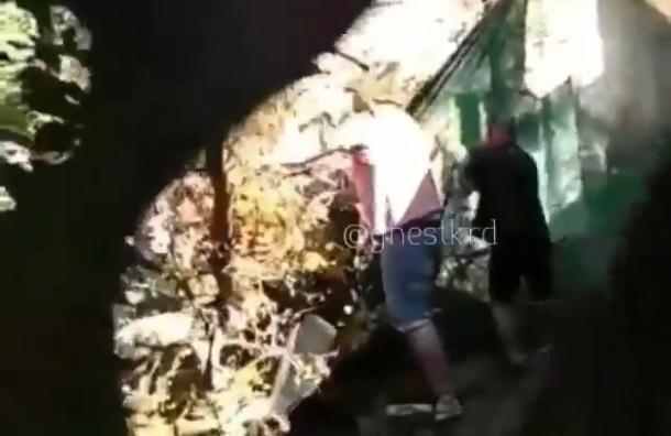 Момент трагедии в краснодарском детсаду, где скончалась девочка, попал на видео