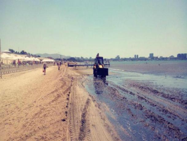 Пляжи Анапы превратились в «свалку» после трехдневного шторма