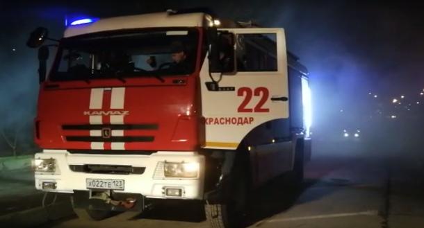 Пожар площадью 150 кв/м потушили ночью в Краснодаре