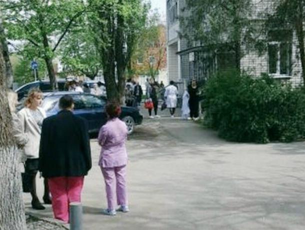 Из-за угрозы взрыва изполиклиники вКраснодаре эвакуировали людей