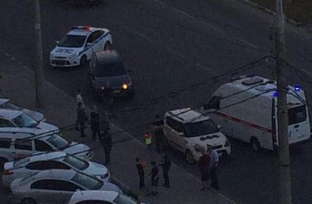 В Краснодаре иномарка сбила школьника на самокате