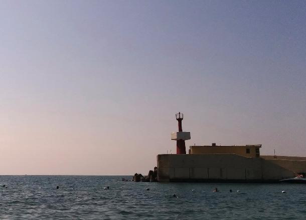 Сочинские водолазы нашли в море тело молодого человека