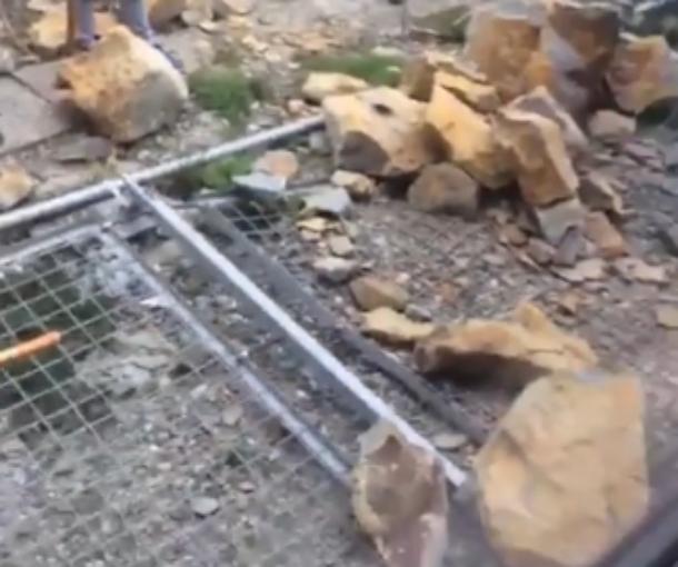 Камнепад, обрушившийся на ж/д пути в Сочи, задержал несколько поездов