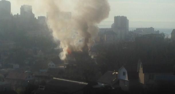 ВСочи сгорел дом площадью 300 кв. метров