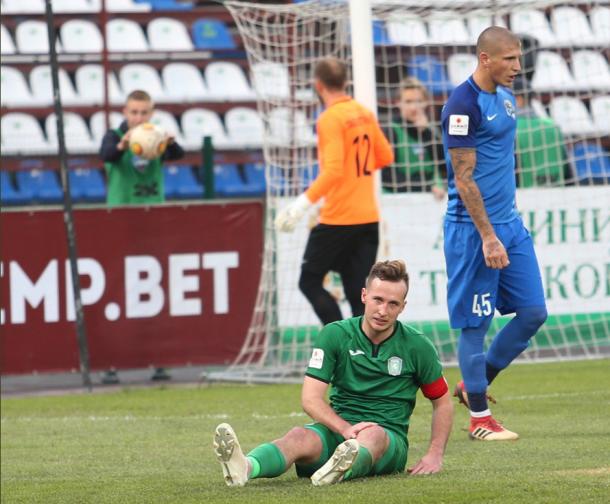 ФК «Томь» в знак протеста против задержки зарплат сорвал начало матча с «Сочи»