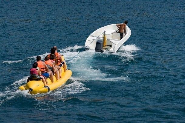 С «банана» в Джубге вылетели двое детей: водителя лодки будут судить